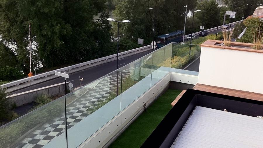 Maison individuelle piscine suspendue jy arrivetz for Piscine yves blanc